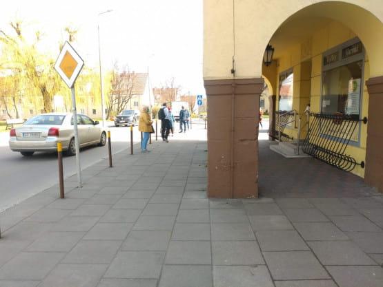 Kolejki do małych sklepów na Chełmie