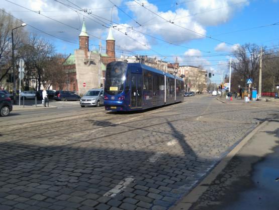 Ta wyglądają skrzyżowania z torowiskami we Wrocławiu...