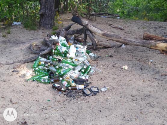Sterty śmieci przy ul. Swarzewskiej
