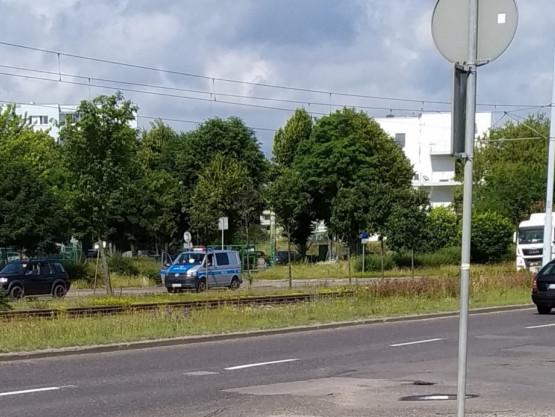 Policyjna kontrola na Al. Rzeczpospolitej za wiaduktem w stronę Gdańska