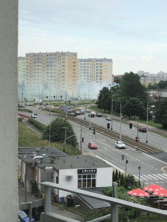 Dym nad ul. Bulońską na Morenie