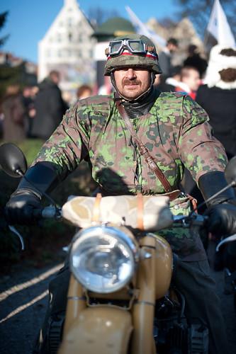 Żołnierz na motocyklu