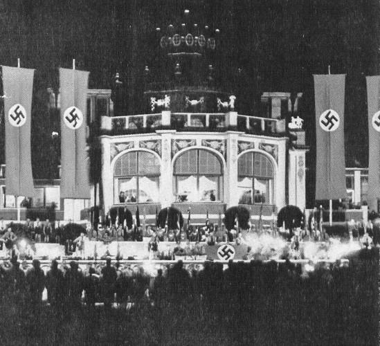 Ogród przez domem zdrojowym nocą (sierpień 1939 roku). Ilustracje pochodzą ze zbiorów Biblioteki Gdańskiej PAN