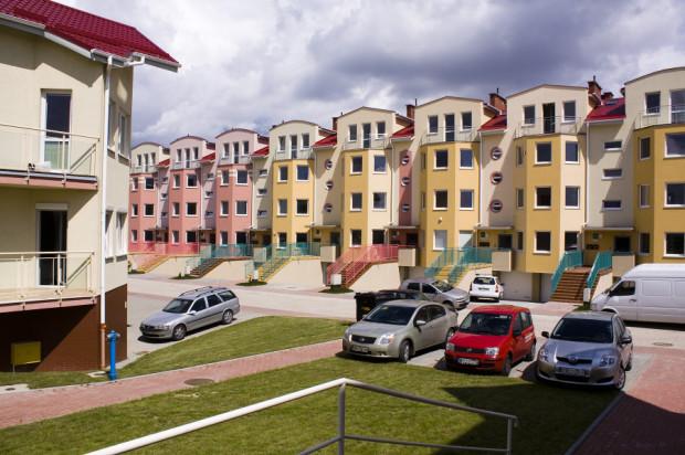 Budynki i ich otoczenie powstają z dbałością o detale architektoniczne.