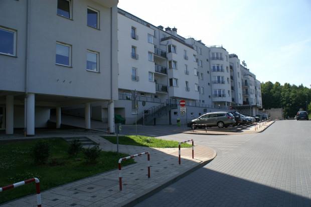 Fasada pierwszego etapu inwestycji zwrócona jest w stronę ulicy Chwaszczyńskiej.