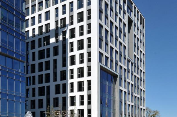 Olivia Four ma nieco inną architekturę niż trzy, powstałe wcześniej budynki parku biurowego.