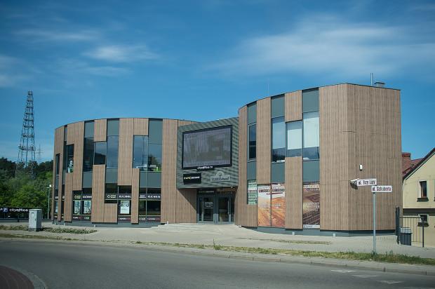 Pierwszy z dwóch budynków kompleksu.