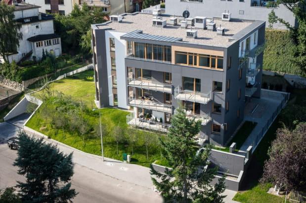 Powstanie budynku Maestro pozwoliło zagospodarować wolną działkę przy ulicy Moniuszki.