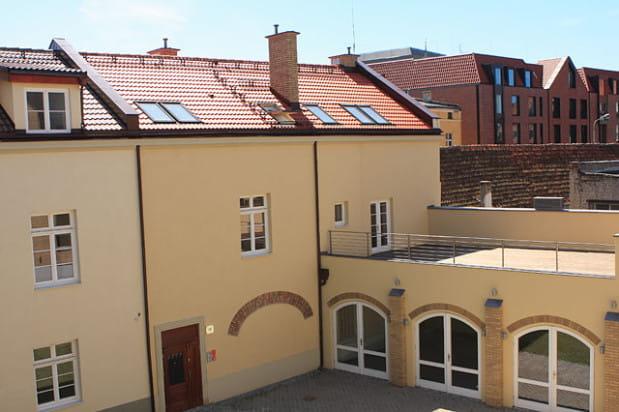 Elewacja zrewitalizowanego budynku przy ulicy Grodzkiej.
