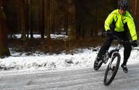 Jak sprawdzają się rowerowe opony kolcowane na lodzie