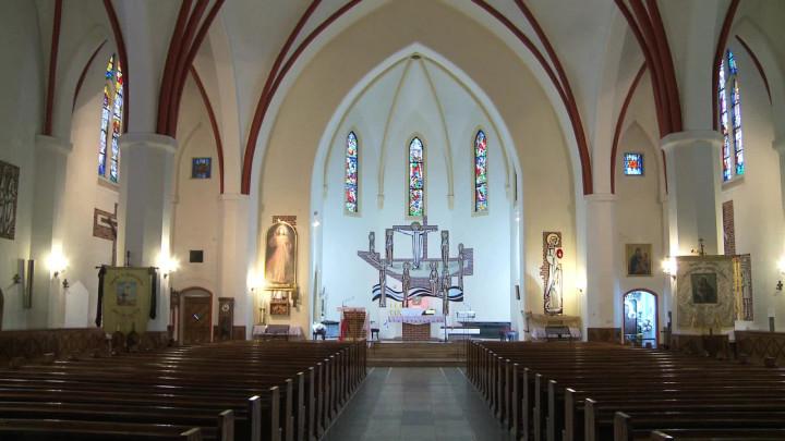 Miał wysoką na ponad 60 metrów podwójną wieżę, którą stracił w1945 roku. Poznaj historię neogotyckiego kościoła Wniebowstąpienia.