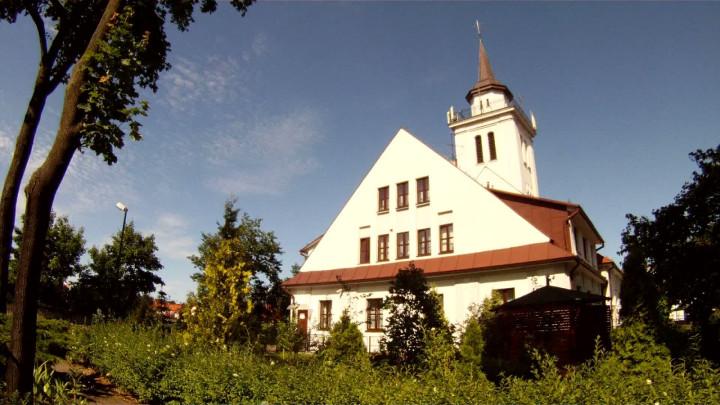Była tu ujeżdżalnia koni, centrum Polonii gdańskiej, anawet magazyn Luftwaffe. Zobacz kościół św. Stanisława Biskupa Męczennika.