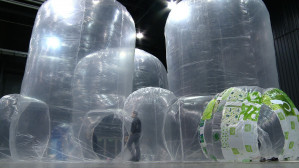 Instalacja ze śmieci w Amber Expo