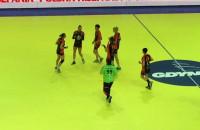 Małgorzata Gapska wyprowadza szczypiornistki Vistalu do gry w półfinale