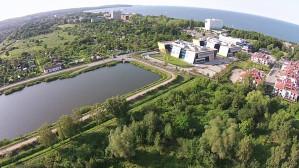Zbiornik retencyjny i widok na Zatokę Gdańską