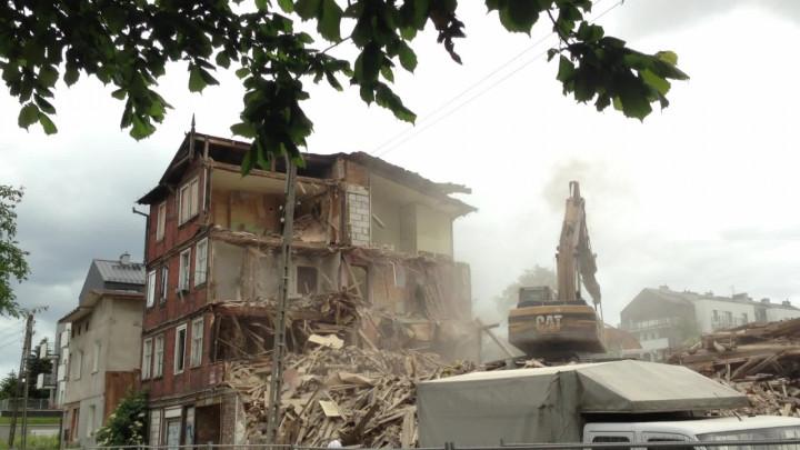 Ważą po tysiąc ton każda, mają po 70 metrów wysokości iobsługują ogromne statki kontenerowe. Zobacz, jak pracują potężne suwnice STS wDCT Gdańsk.