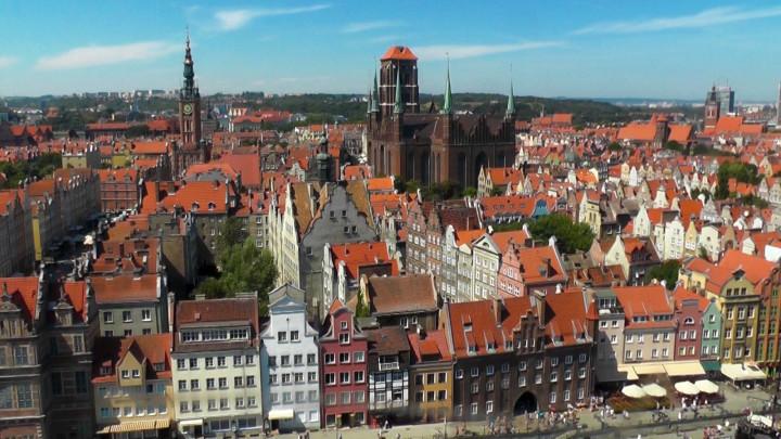 Zobacz panoramę Gdańska zkoła widokowego ustawionego na Wyspie Spichrzów.