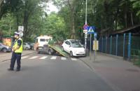 Laweta zabiera źle zaparkowane auto