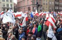 Okrzyki wznoszone przez demonstrantów KOD