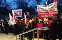 Zwolennicy prezydenta przy Teatrze Muzycznym w Gdyni