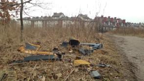 Dzikie wysypisko między ulicami na Ujeścisku