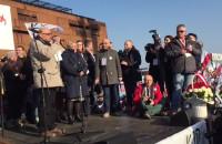 Jerzy Kiszkis przemawia na wiecu KOD