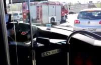 Film po potrąceniu na drodze Różowej w Gdyni - nagranie z autobusu