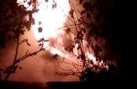 Pożar pustostanu - Kolonia Anielinki - tryskający ogień
