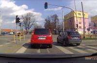 Skręt w lewo z pasa do jazdy w prawo