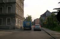 Jazdą pod prąd zablokował autobus