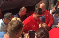 Reprezentacja Polski piłkarzy przed hotelem w Sopocie