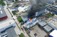 Pożar magazynów na terenie Polifarbu w Gdyni widziany z lotu ptaka