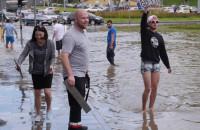 Tablice rejestracyjne pod wodą - wzajemna pomoc