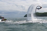 Flyboard, czyli efektowne loty nad wodą