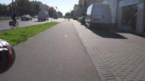 Przez takich gości ludzie nie lubią rowerzystów