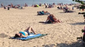 Pełne plaże w Sopocie na początku września