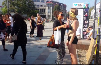 Kobieta rozebrała się w centrum miasta