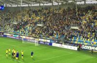 Kibice i piłkarze Arki Gdynia po porażce z Piastem Gliwice