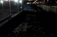 Sztorm przy molo w Sopocie we wtorek wieczorem