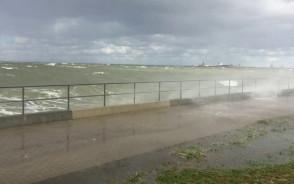 Bardzo silny i niebezpieczny wiatr