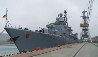 Niemiecka fregata rakietowa Karlsruhe w gdańskim porcie