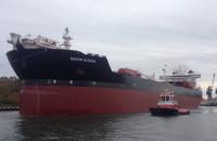 Ogromny tankowiec wypływa z gdańskiego portu
