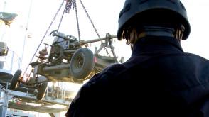 Przypłynięcie zabytkowej armaty Bofors do Gdyni