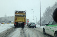Ciężarówka utknęła na Kartuskiej
