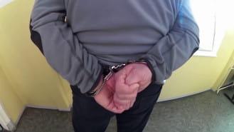 Więzienni strażnicy zatrzymani przez policję