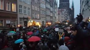 Tłumy na manifie w Gdańsku na ul. Piwnej