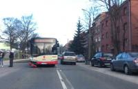 Stłuczka autobusu z samochodem na Powstańców Warszawskich w Gdańsku