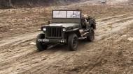 Odbudowuje wojenne samochody