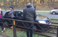 Auto na torach tramwajowych
