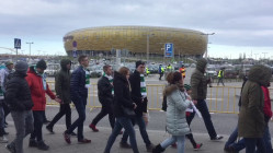 Tlum kibicow Lechii w drodze na derby